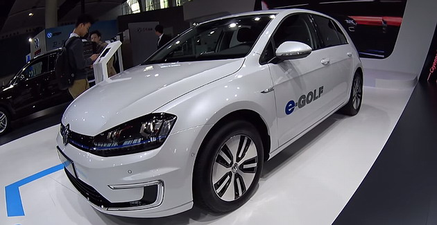 2016 Volkswagen e-Golf is a green car desired by many young drivers.