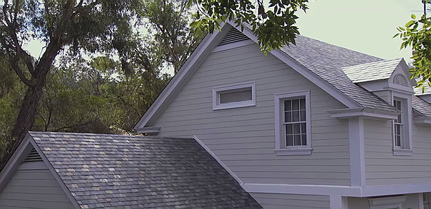 The new rooftop solar tiles presented by Tesla.
